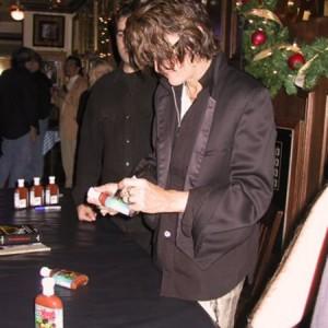 joe_perry_signing_hot_sauce_Reg11
